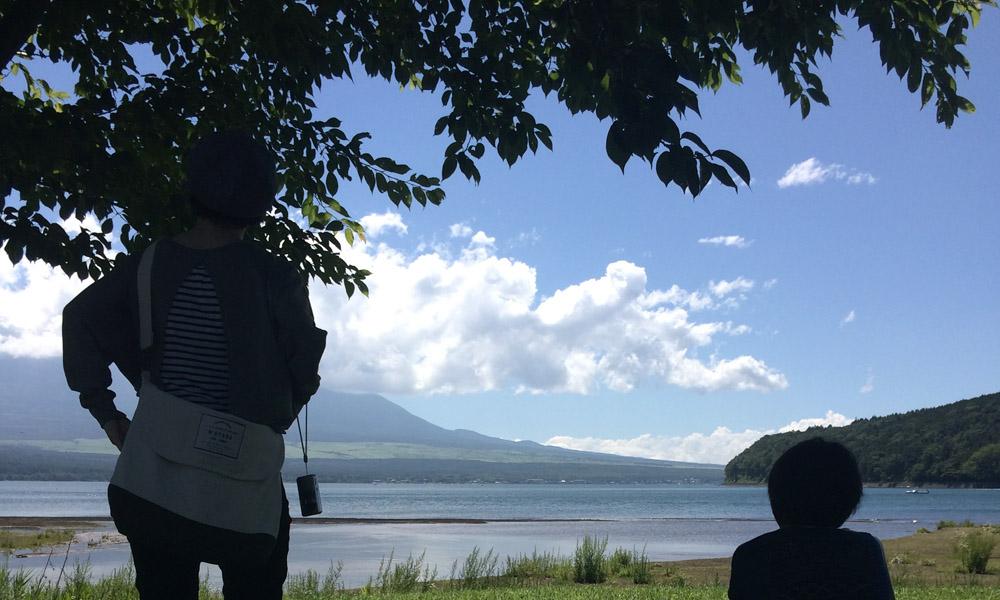 娘が撮影した富士山と湖の写真